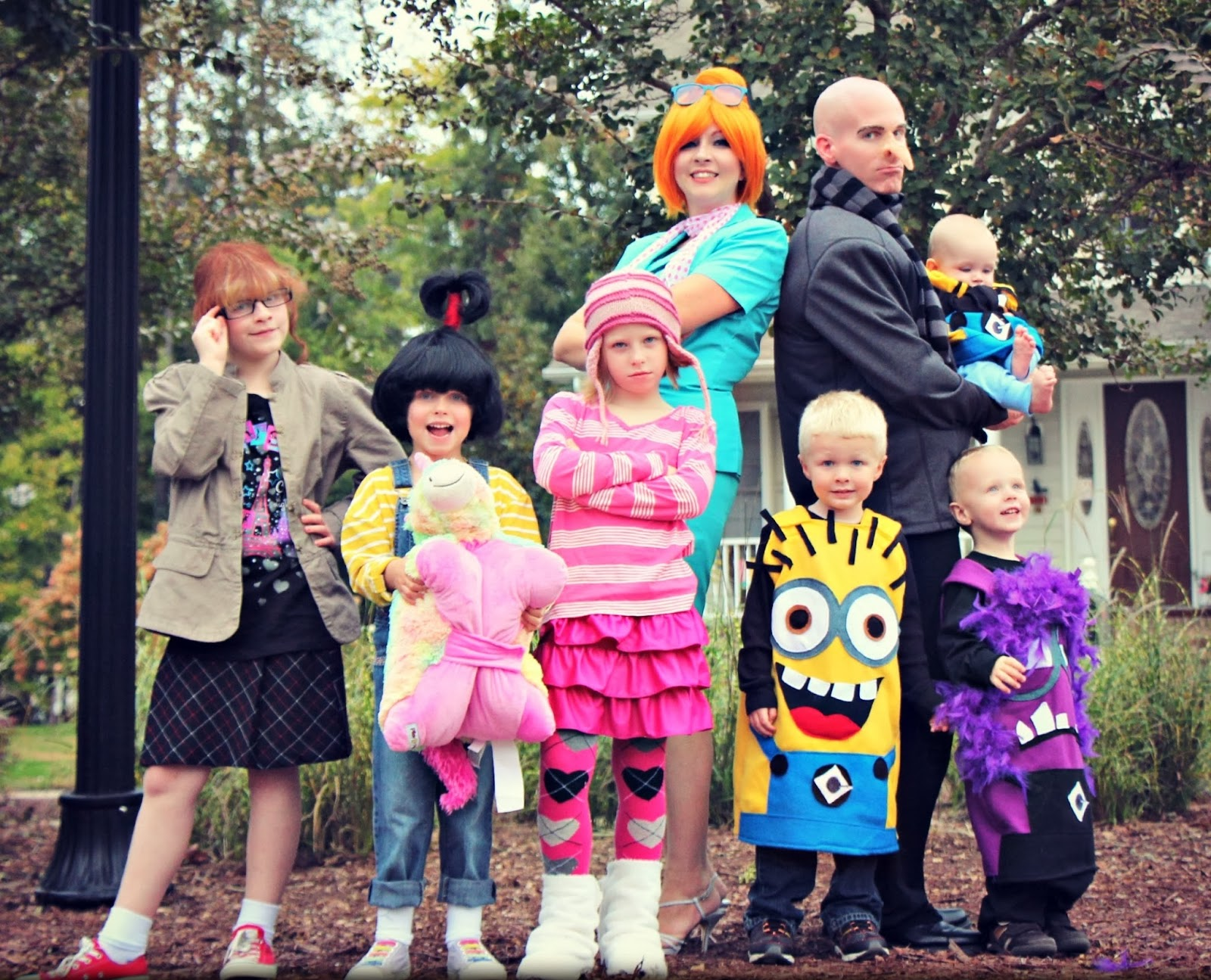 Despicable-Me-Family-Halloween-Costumes-07